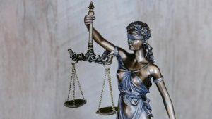 Thumbnail voor Justitie eist vier jaar celstraf voor mannen die bewusteloos meisje (17) verkrachtten en filmden