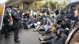 Thumbnail voor Extinction Rebellion blokkeert opnieuw kruising in Den Haag