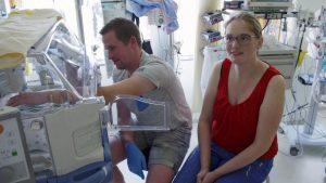 Thumbnail voor Natasja Froger bezoekt ouders 'tussen hoop en vrees' op neonatale ic: 'Ze zijn zo teer'