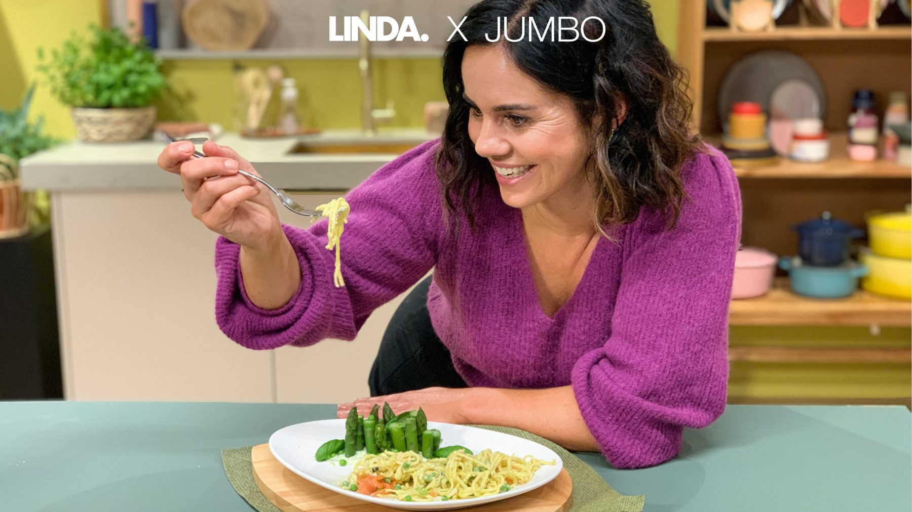 Binnen twintig minuten op tafel: pasta met 'huisgemaakte' basilicumsaus en zalm