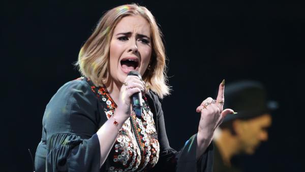 Adele maakt haar eerste optredens bekend
