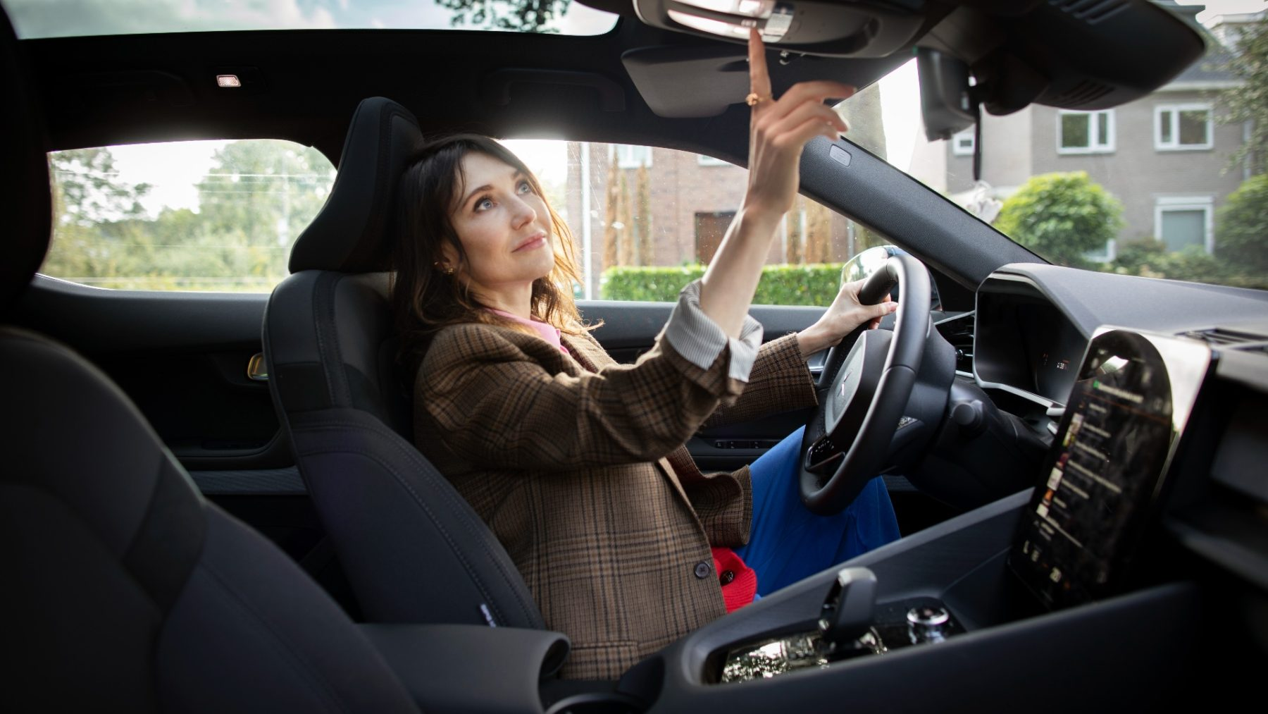 Carice van Houten is fan van deze elektrische auto vol digitale snufjes en, geloof ons, jij wil 'm ook
