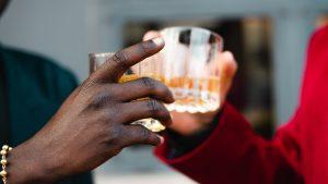 Bedrijfsfeesten en kerstborrels steeds vaker afgezegd: 'Zorgelijke trend'